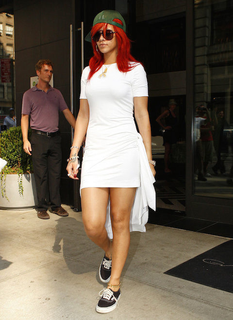 Singer-funked-up-her-angelic-Cushnie-Et-Ochs-t-shirt-dress